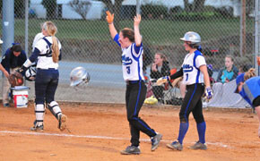 Softball clinches spot in SSAC Tournament