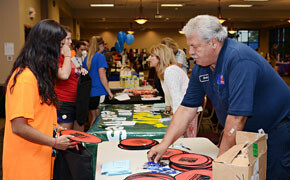 Fair acquaints new students with community, services